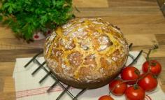 Burgonyás kenyér sajttal és sonkával
