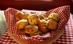 Spenótos sajtos pogácsa