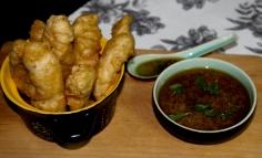 Sörtésztában sült halfalatok thai szószzal