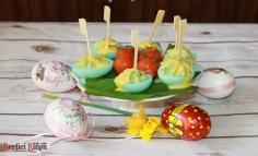 Medvehagymás színes töltött tojás
