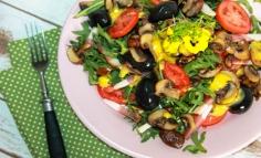 Piritott gombás saláta