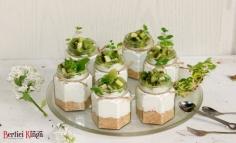 Sütés nélküli sajtkrém deszert kiwi szalszával