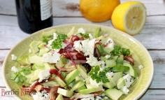 Avókádós fetás saláta