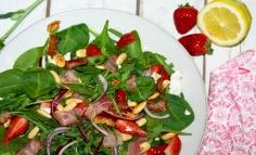 Spenótos epres saláta