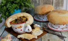 Sertésragú kenyértetővel