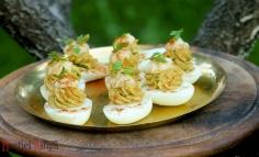 Currys zöldhagymás töltött tojás