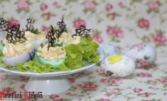 Zöldfűszeres sajtkrémes töltött tojás